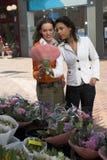 À la stalle de fleur Photographie stock libre de droits
