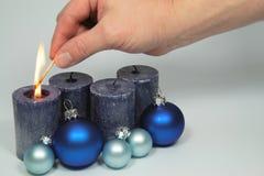 À luz - velas azuis Imagem de Stock Royalty Free