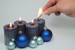 À luz - velas azuis Foto de Stock Royalty Free
