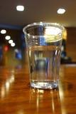 À moitié plein ou à moitié vide en verre Image libre de droits