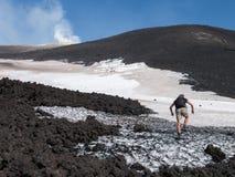 À parte superior do vulcão de Etna