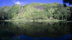 À pleine vue des cascades dans le papa Algoinhas de Poco dans Flores, Açores Photos stock