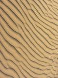 À sable jaune déplacé par le vent Photos stock