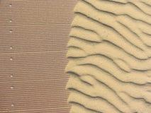 À sable jaune déplacé par le vent Images libres de droits