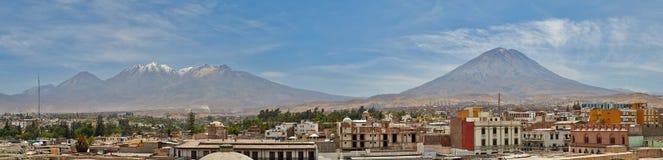 À sombra dos vulcões Fotografia de Stock Royalty Free