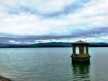 À travers le lac Image libre de droits