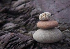 À trois niveaux des roches Photos stock