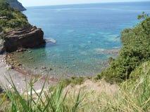 À un de la plage sauvage de Crvena Glavica, Monténégro Photos stock