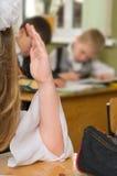 À une leçon à l'école. photos stock