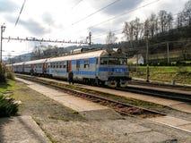 À unités multiples électrique de la classe 460 a fonctionné par le CD dans Mosty u Jablonkova dans Czechia Photographie stock libre de droits