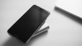 À-vue de banque et de téléphone de batterie Foyer en gros plan et peu profond Photographie stock