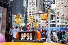 Às ruas… nenhum táxi necessário Imagem de Stock