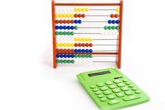 Ábaco e uma calculadora verde Imagens de Stock Royalty Free