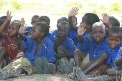 África, Tanzania, niños en la escuela fotos de archivo