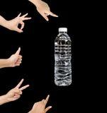 A água é boa, garrafa de água isolada no fundo preto Foto de Stock