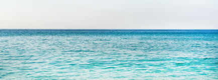 Água azul de turquesa do mar Mediterrâneo em Alanya, Turquia Imagens de Stock