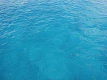 Água azul desobstruída do oceano Fotos de Stock Royalty Free