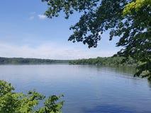 Água azul do lago Fotografia de Stock