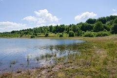 Água azul do lago Vlasina foto de stock