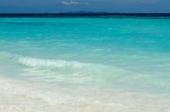 Água azul do oceano e da areia branca, ilhas de Similan, Tailândia Imagem de Stock