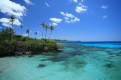 Água azul e céu imagens de stock
