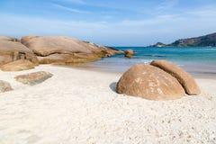 Água azul e céu bonitos na toupeira do Praia Fotografia de Stock