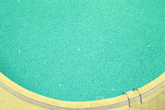 Água azul em uma piscina dos hotéis toned Fotos de Stock Royalty Free