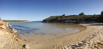 Água azul na praia de Minorca Fotografia de Stock