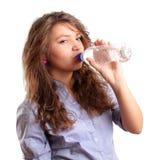 Água bebendo da mulher foto de stock