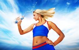 Água bebendo da mulher Fotos de Stock Royalty Free