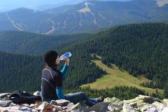 Água bebendo da mulher Imagem de Stock