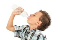 Água bebendo do miúdo bonito imagens de stock royalty free