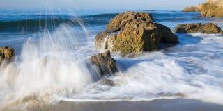 Água branca de Malibu Imagens de Stock