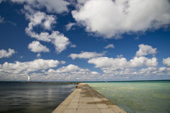 Água, céu e nuvens Foto de Stock Royalty Free