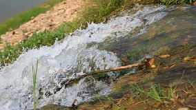 A água cai para baixo vídeos de arquivo