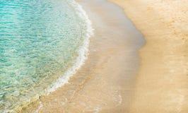 A água clara e a costa arenosa em Cleopatra encalham, Alanya, Turquia Fotos de Stock