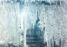 Água congelada na fonte com raios de luz Imagem de Stock Royalty Free