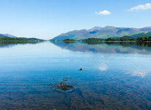 Água da calma do distrito do lago Derwentwater Fotografia de Stock