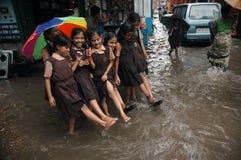Água da causa das chuvas que entra Kolkata imagens de stock royalty free