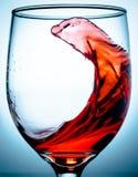 Água da dança em um vidro imagem de stock royalty free