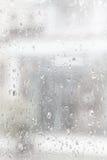 Água da gota da chuva no uso do espelho como o fundo Fotografia de Stock Royalty Free