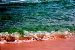 Água da praia do verde de esmeralda foto de stock royalty free