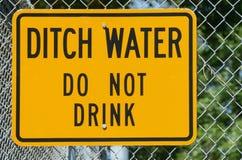 A água da vala não bebe imagens de stock royalty free