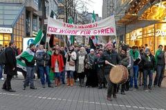 Água de Colônia, Alemanha - 19 de janeiro de 2013: demonstração dos sírios que vivem em Alemanha Fotografia de Stock Royalty Free