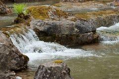 Água de conexão em cascata no verão Imagem de Stock