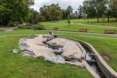 Água de Derbyshire do parque de Swadlincote e característica da pedra Fotografia de Stock Royalty Free