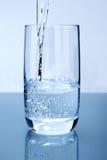 Água de derramamento Fotos de Stock Royalty Free