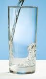 Água de derramamento Imagem de Stock