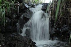água de fluxo da água de fluxo da água de fluxo imagem de stock royalty free