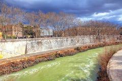 Água de fluxo de Tibre fotos de stock